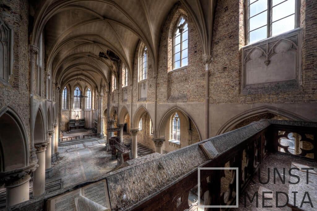 Bleu C Church I – Ivo Sneeuw