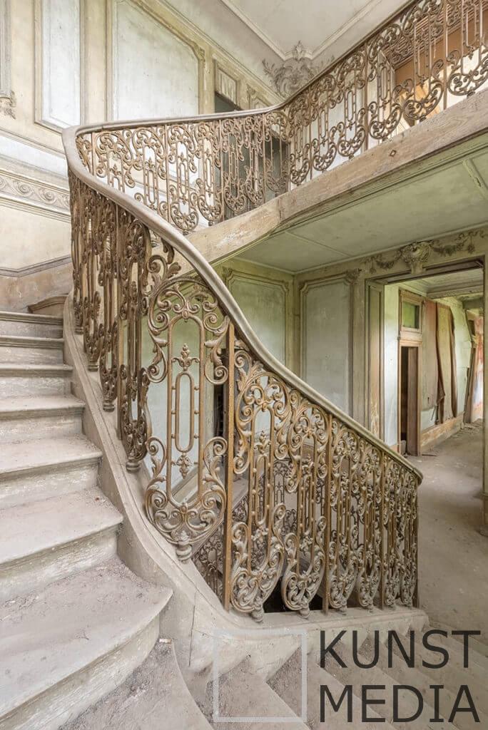 Stairway treasure III – Celina Dorrestein
