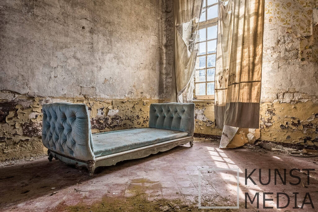 Lonely sofa – Celina Dorrestein