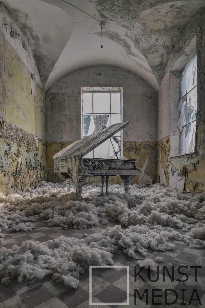 Beelitz – James Kerwin